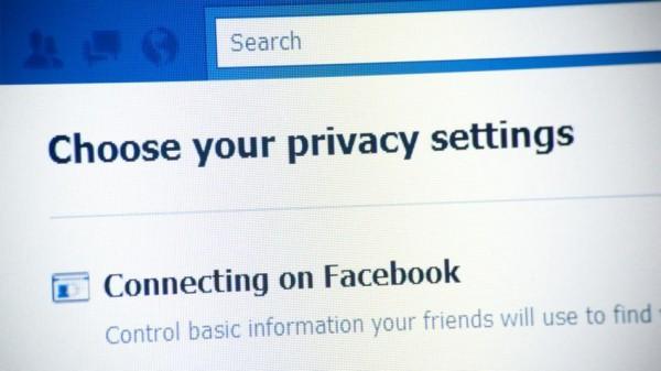 """Franse rechtbank: """"Facebook moet zich aan de franse wet houden"""""""