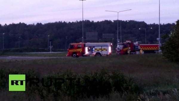 Auto ontploft op rotonde in Zweden. Vier doden.