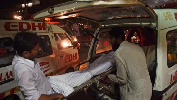 Hittegolf Pakistan: Nu al 450 doden