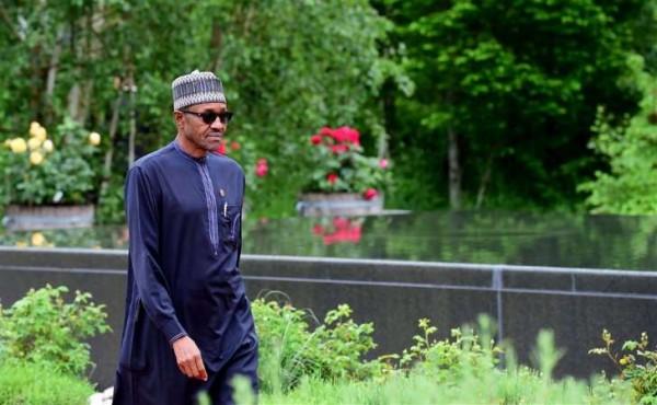 Nigeriaanse president levert helft salaris in