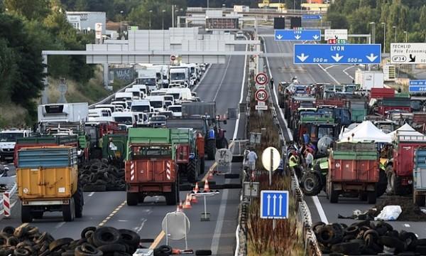 Boze Franse boeren blokkeren grens met Duitsland