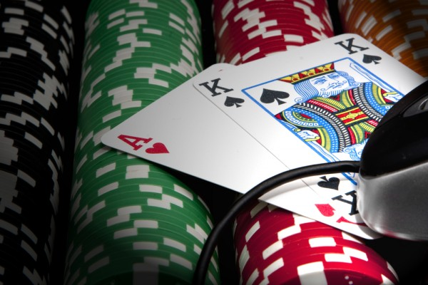 Den Haag wil online gokken legaliseren en sportclubs laten profiteren