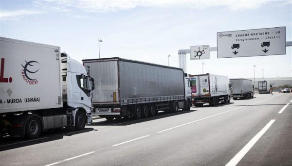 Vrachtwagens Calais mogen enkel nog in veiligheidszone parkeren