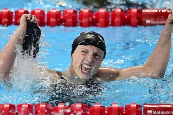 Katie Ledecky verpulverd eigen wereldrecord 800 meter