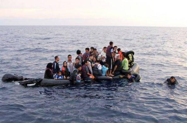 Aantal verdronken migranten Middenlandse zee loopt op naar bijna 3000