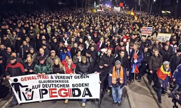 Pegida-demonstrant zwaar mishandeld door extreem-linkse tegenstanders