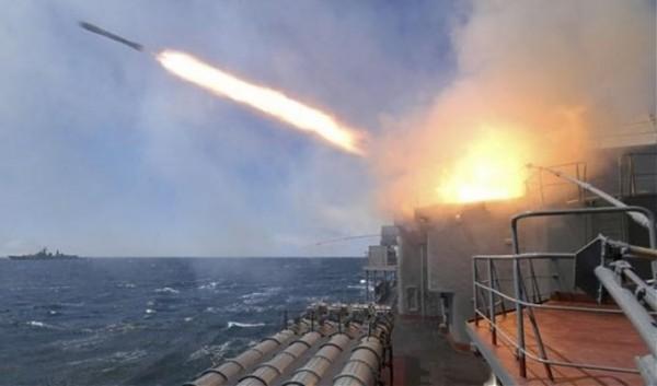 Syrië en Rusland voeren luchtaanvallen Aleppo verder op