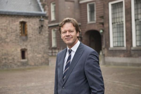 Hoe de vluchtelingenpolitiek de Nederlander in armen van Wilders drijft.