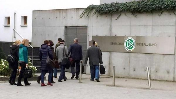 Inval Duitse belastingdienst in hoofdkantoor voetbalbond
