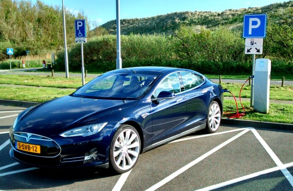 Maar het kabinet wil helemaal geen elektrische auto's promoten