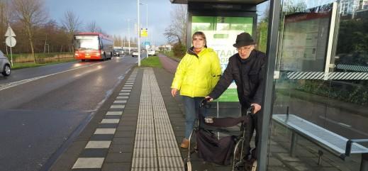 Hoofddorp laat bejaarden meters extra lopen om tijd te winnen