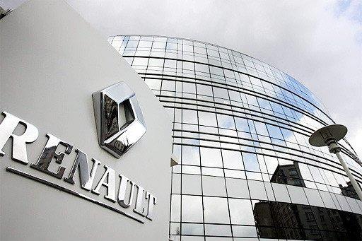 Politie valt kantoren Renault binnen