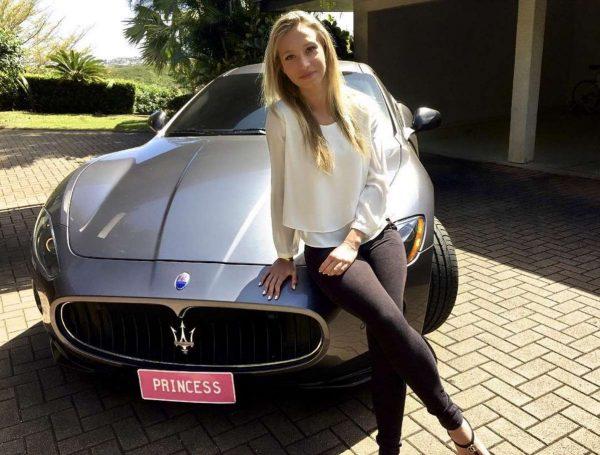 Het extreem luxe leven van een schatrijke meid van 18