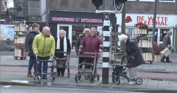 Ouderenprotest om weghalen verkeerslichten Haarlem