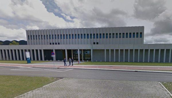 7 jaar cel voor oud Marechaussee wegens drugssmokkel Schiphol