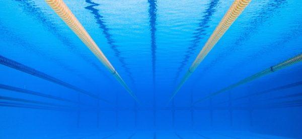 Asielzoekers vallen tienermeisjes lastig in zwembad Den Helder