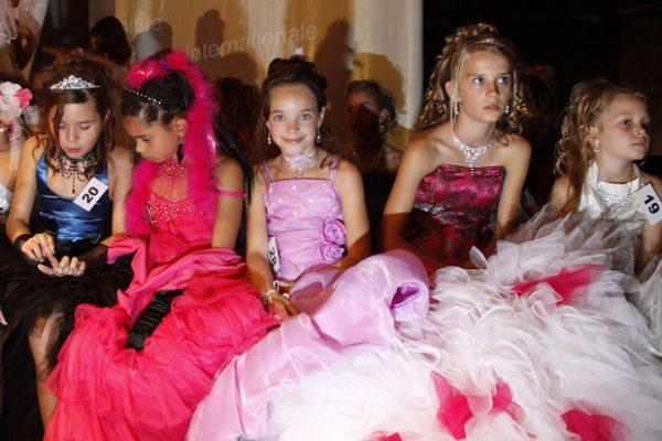 België verbiedt verkiezing Mini Miss België