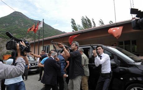 Chaos in Turkije na dodelijke aanslag op oppositieleider