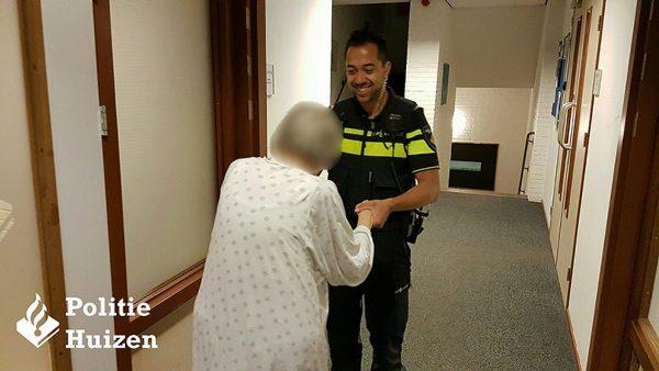 Politie Huizen brengt dementerende bejaarde vrouw(90) weer thuis