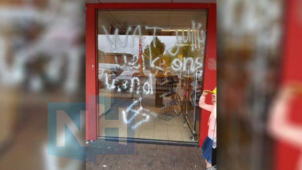 Hakenkruis supermarkt Poelenburg Zaandam