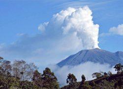 Turrialba vulkaan Costa Rica uitgebarsten