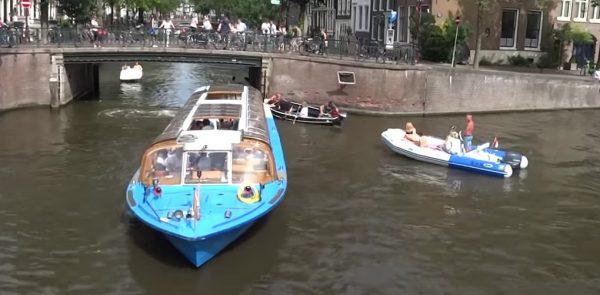 Amsterdam gaat vaarsnelheid in de grachten drastisch verlagen