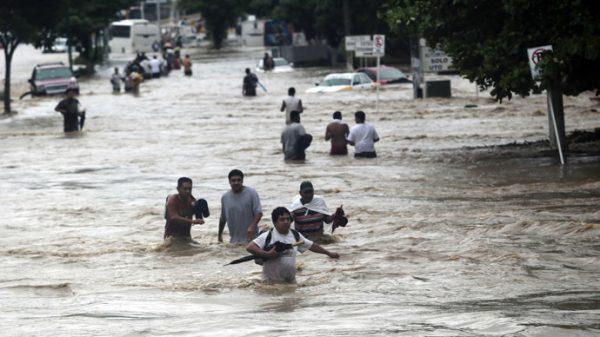 Overstromingen Mexico, ruim 200 mensen geëvacueerd