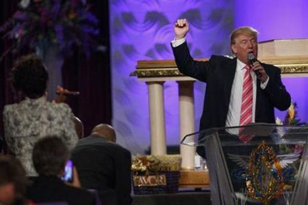 Trump koopt stemmen Afro-Amerikanen met beloftes