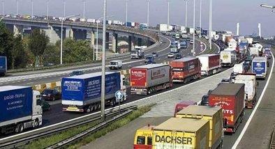 Overtredingen bij drie vrachtwagens in Nederland